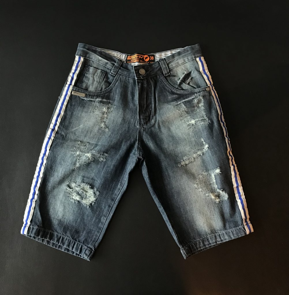 Bermuda jeans com faixa lateral