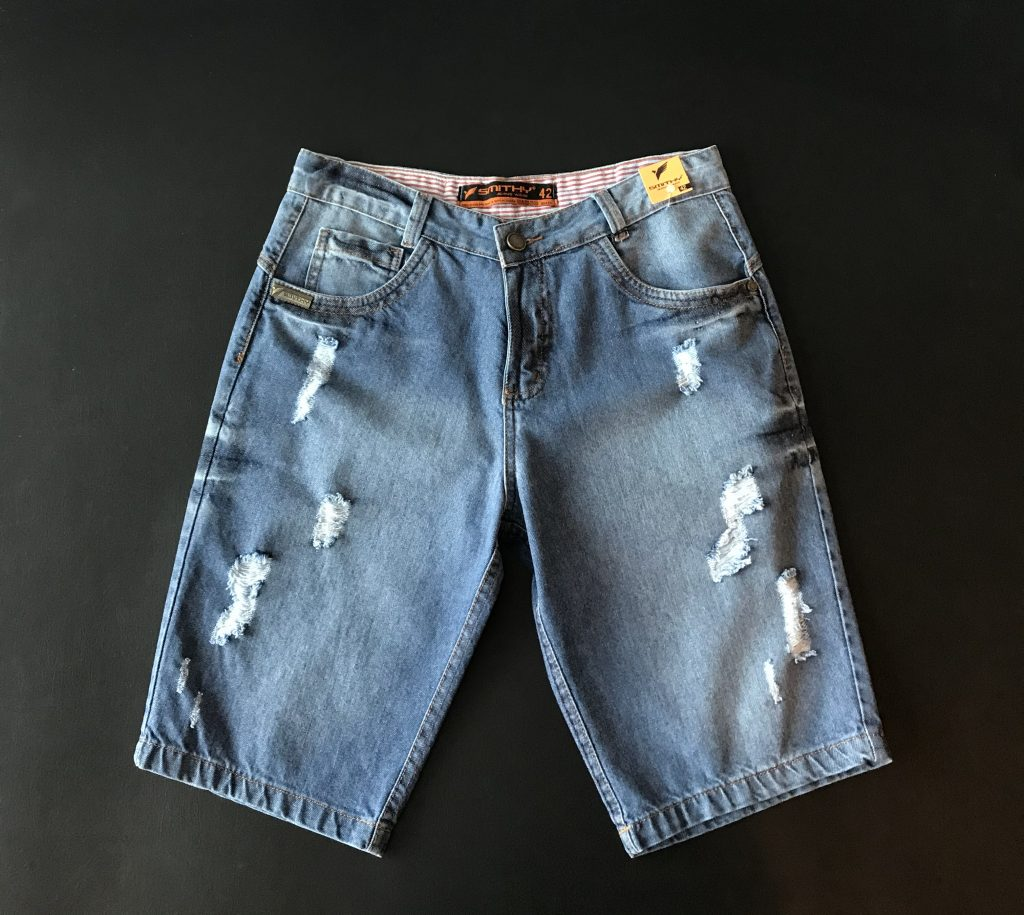 Bermuda jeans levemente destroyed