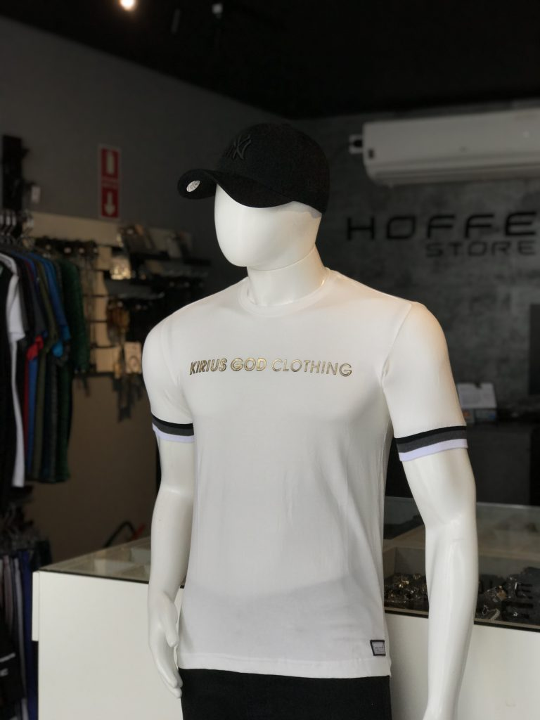 Camisa branca com detalhe na manga