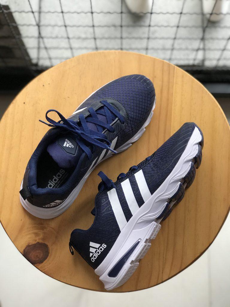 Tênis Adidas azul marinho