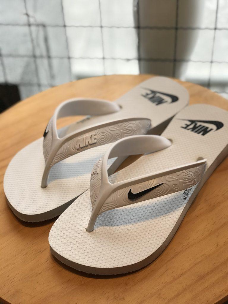 Sandália branca Nike