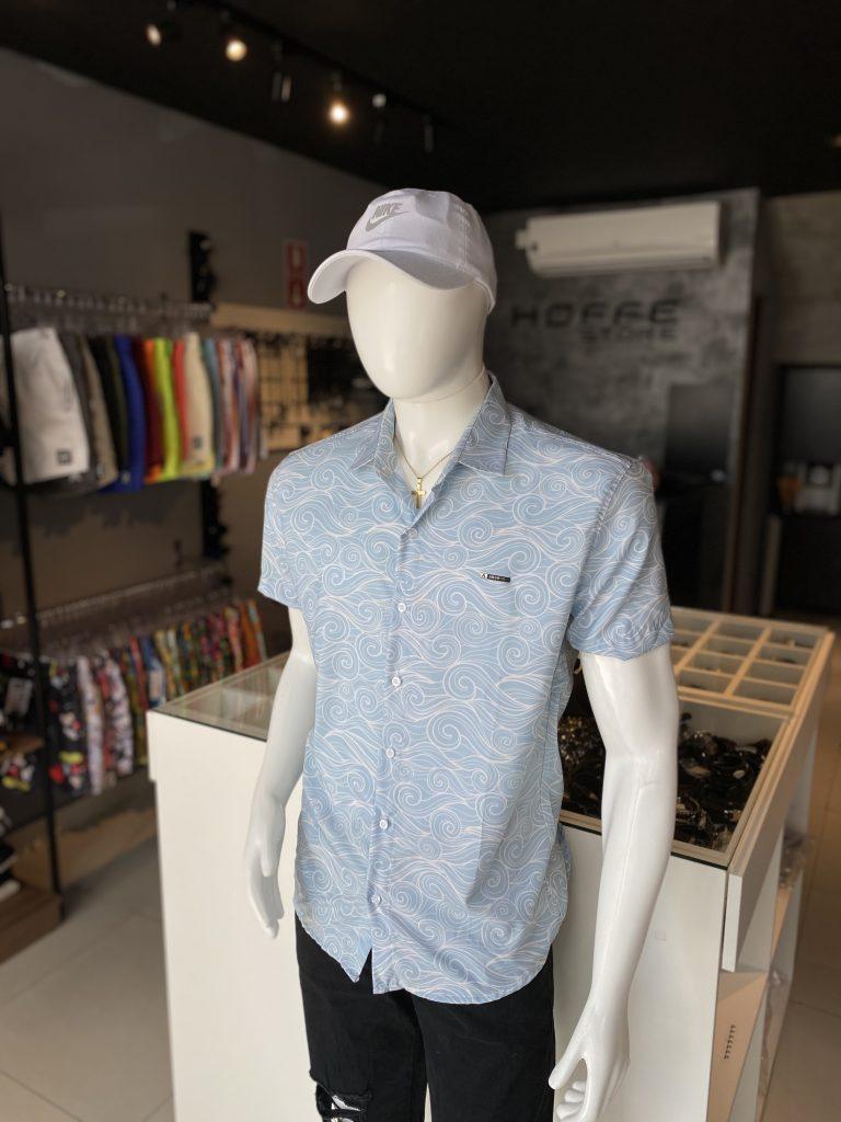 Camisa azul de botão