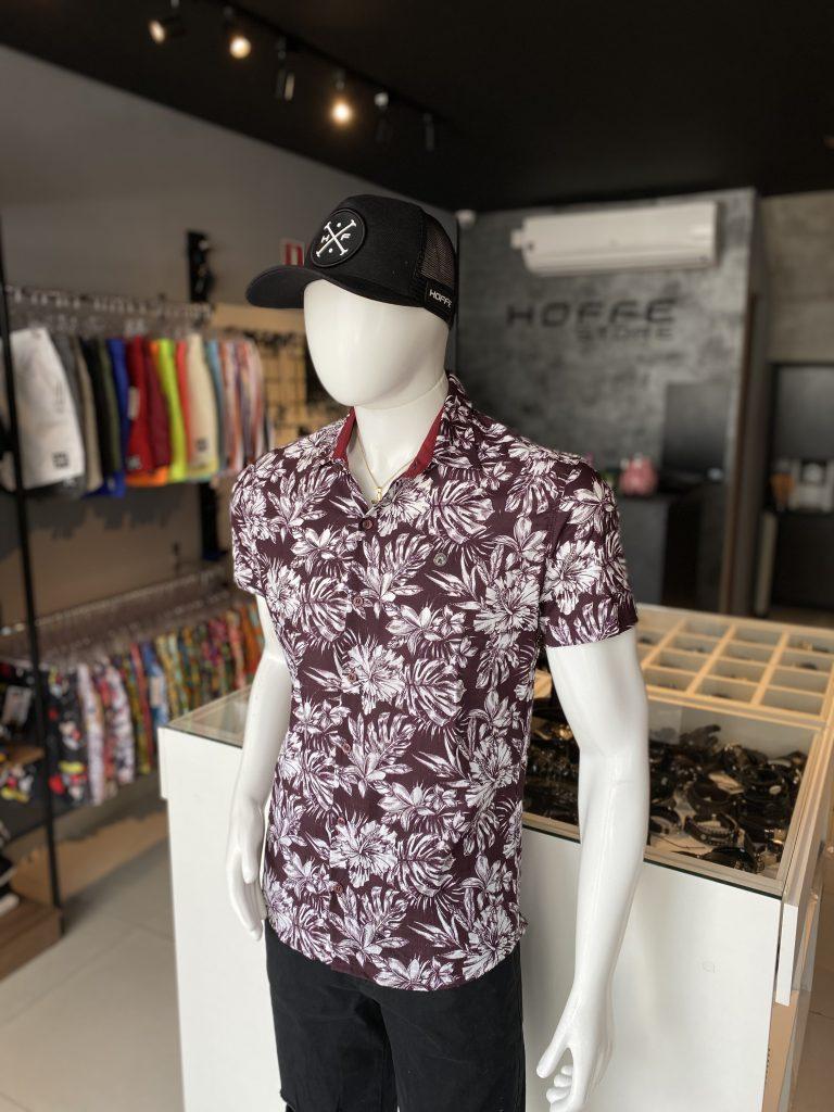 Camisa de botão floral vinho