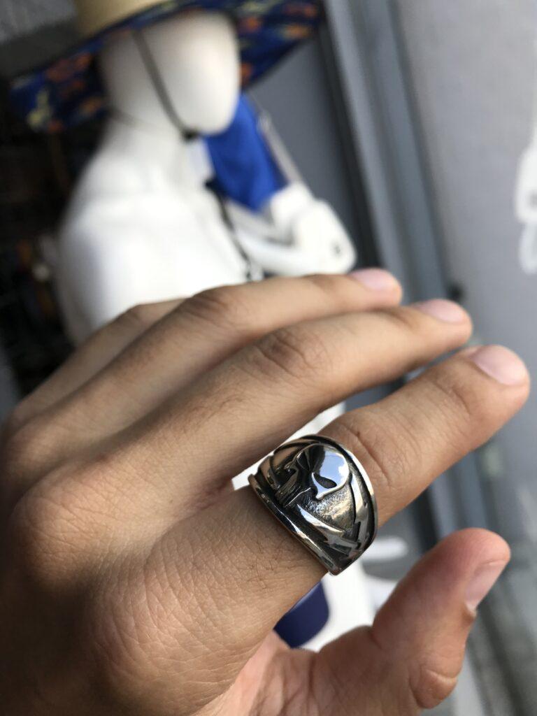 Anel Caveira com raio na lateral em aço inoxidável Prata