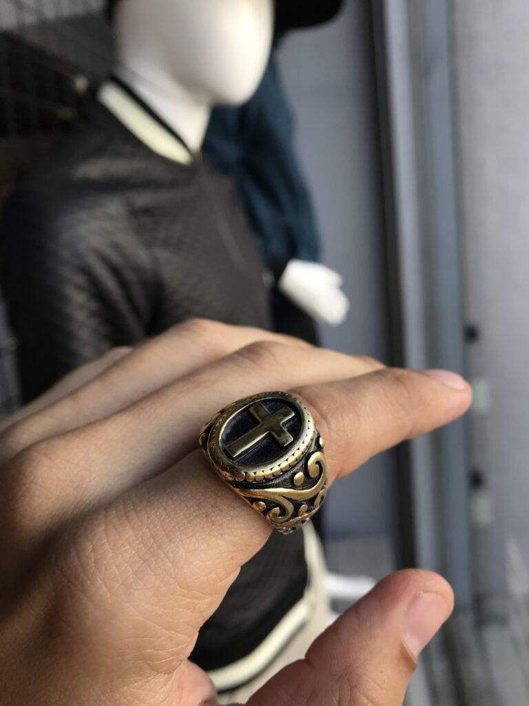 Anel Dourado com Cruz e detalhes na lateral aço inoxidável