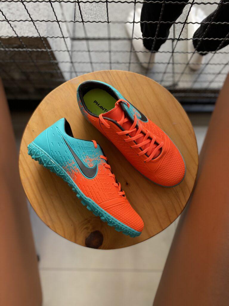 Chuteira Society Nike Verde com Laranja