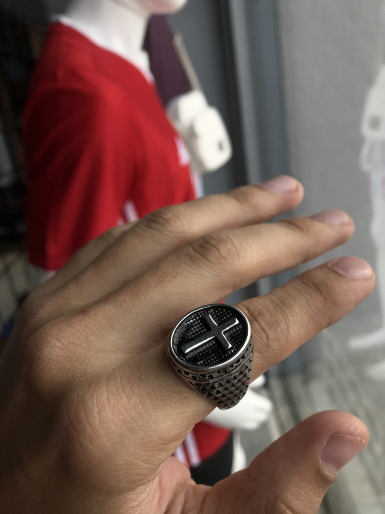 Anel Cruz texturizado em aço inoxidável Prata